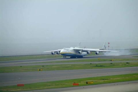 An-225着陸1