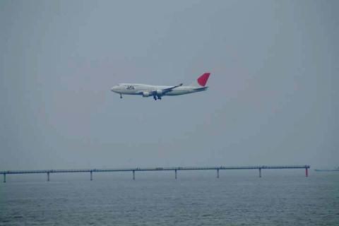 JAL-B744対岸
