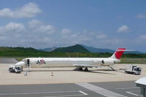 隠岐空港MD-90